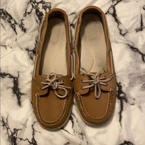 Low rise Sperry shoes